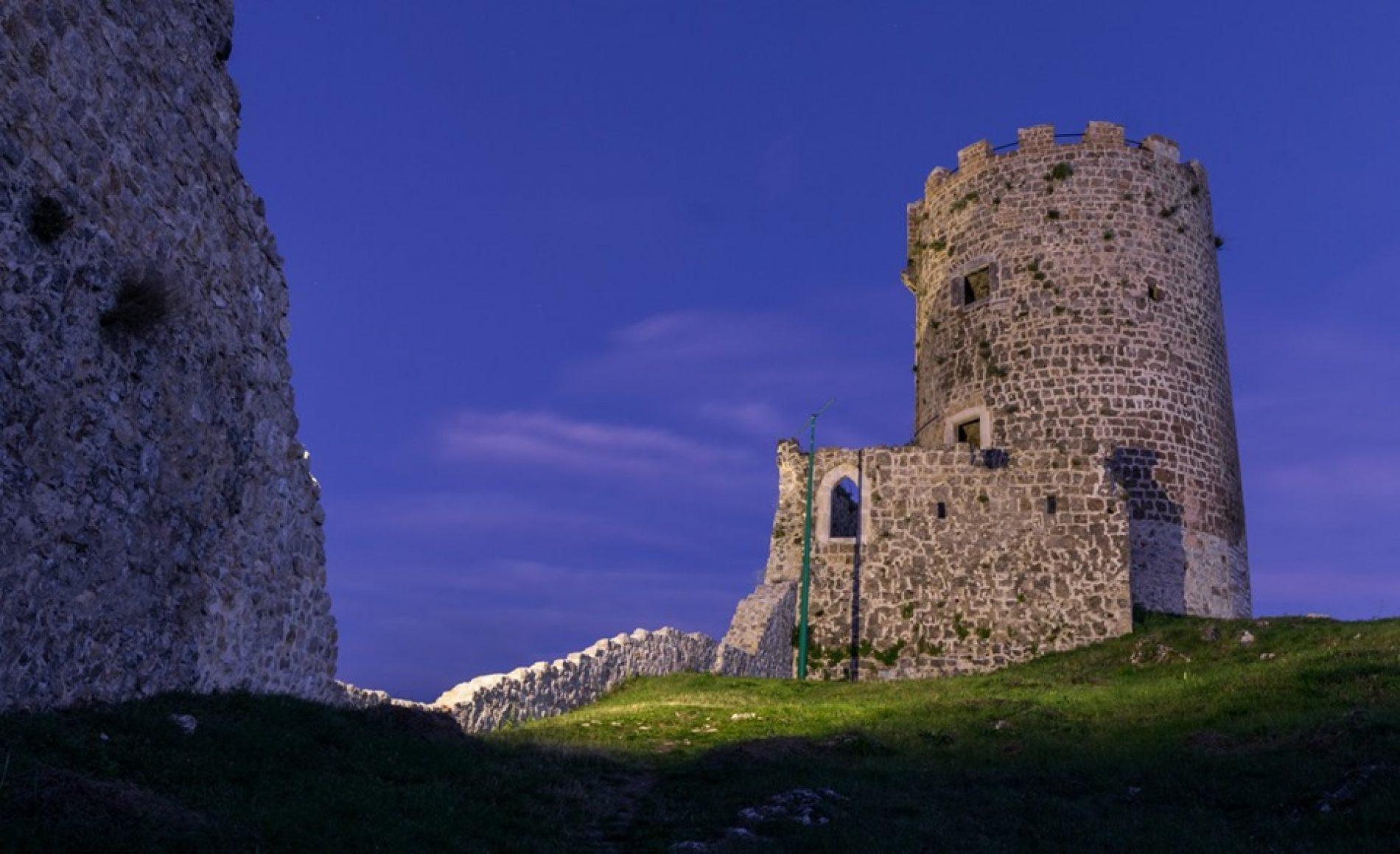 Bihać: Osvijetljen srednjovjekovni grad 'Sokolac'