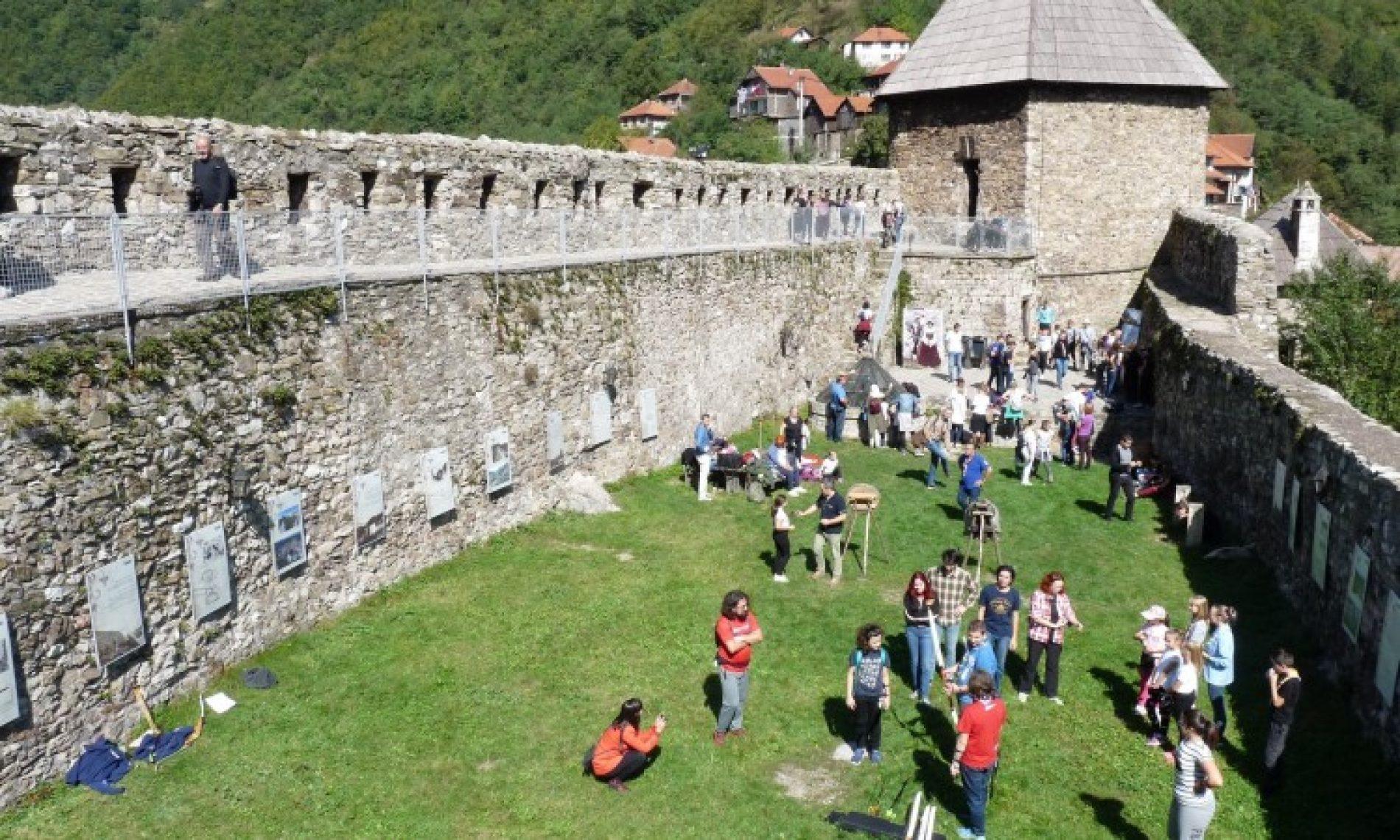 "Manifestacija ""Tri kraljice"" oživila duh srednjovjekovne Bosne"