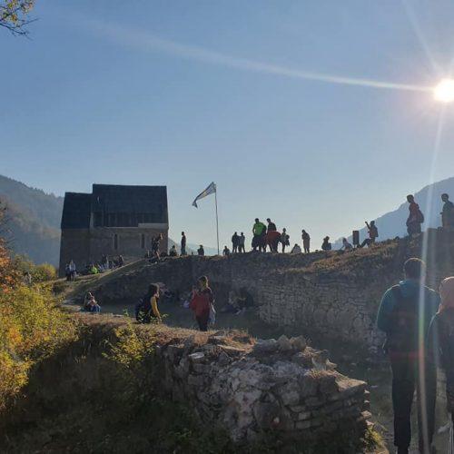 Oko 350 studenata danas je pohodilo bosanski kraljevski grad Bobovac