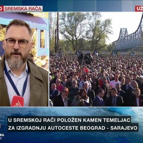 Žele put ka Sarajevu: Hiljade ljudi u Srbiji čekaju postavljanje kamena temeljca (Video)