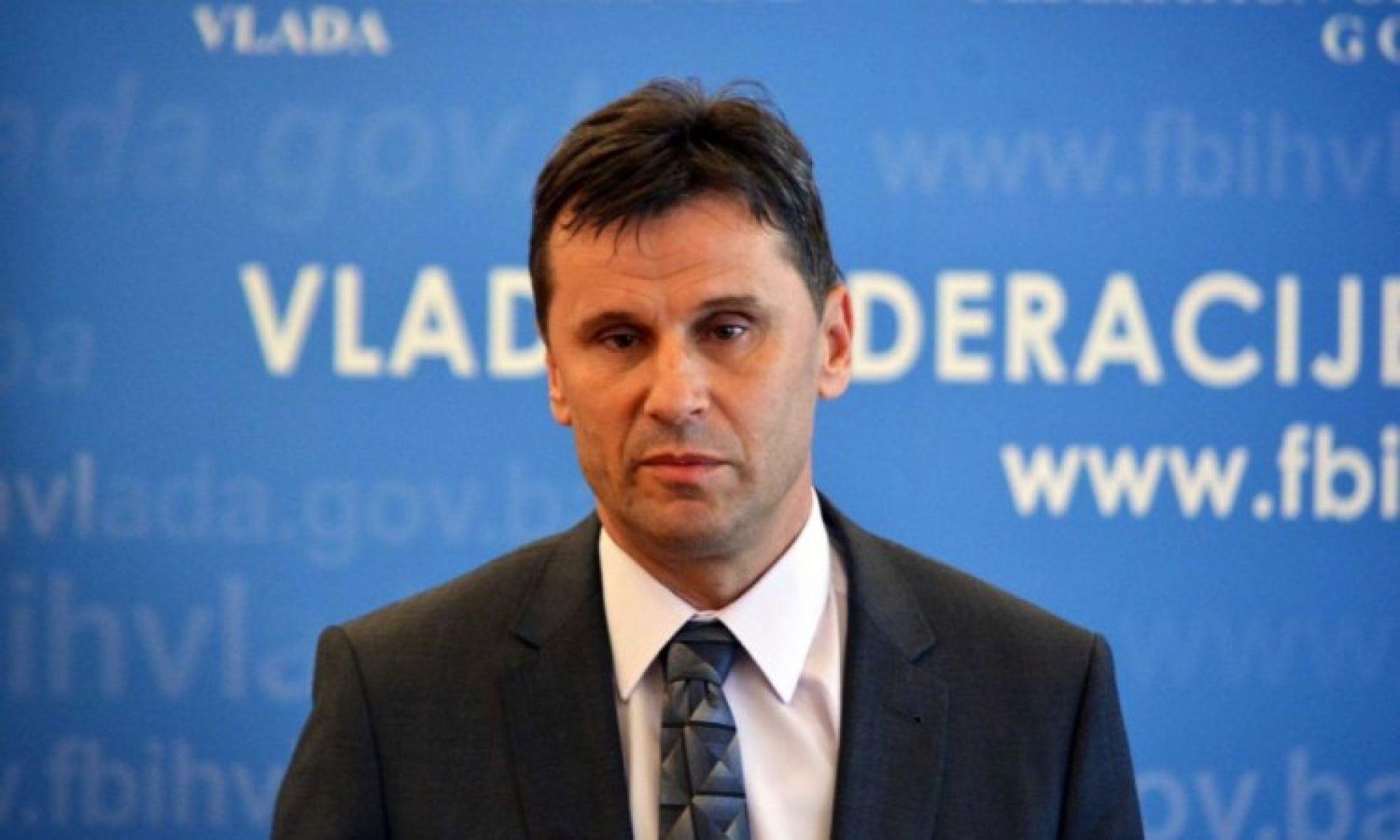 Novalić pozvao Vladu USK da hitno doznači sredstva Gradu Bihaću – još u julu FBiH izdvojila 4 miliona BAM za migrante
