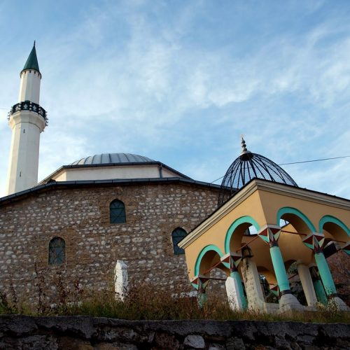 Sarajlija koji se zbog Bosanske krajine suprotstavio dvjema carevinama: Abdulah-paša Deftedarija, bosanski namjesnik iz 18. vijeka