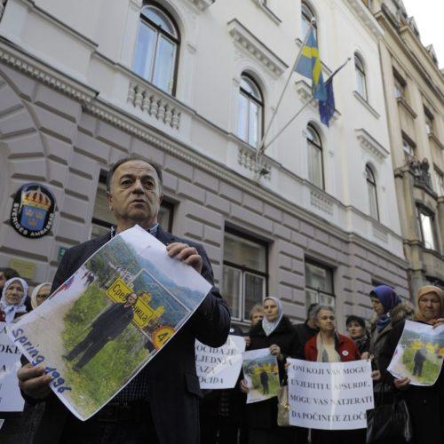 Sarajevo: Protesti porodica žrtava genocida zbog Nobelove nagrade Peteru Handkeu