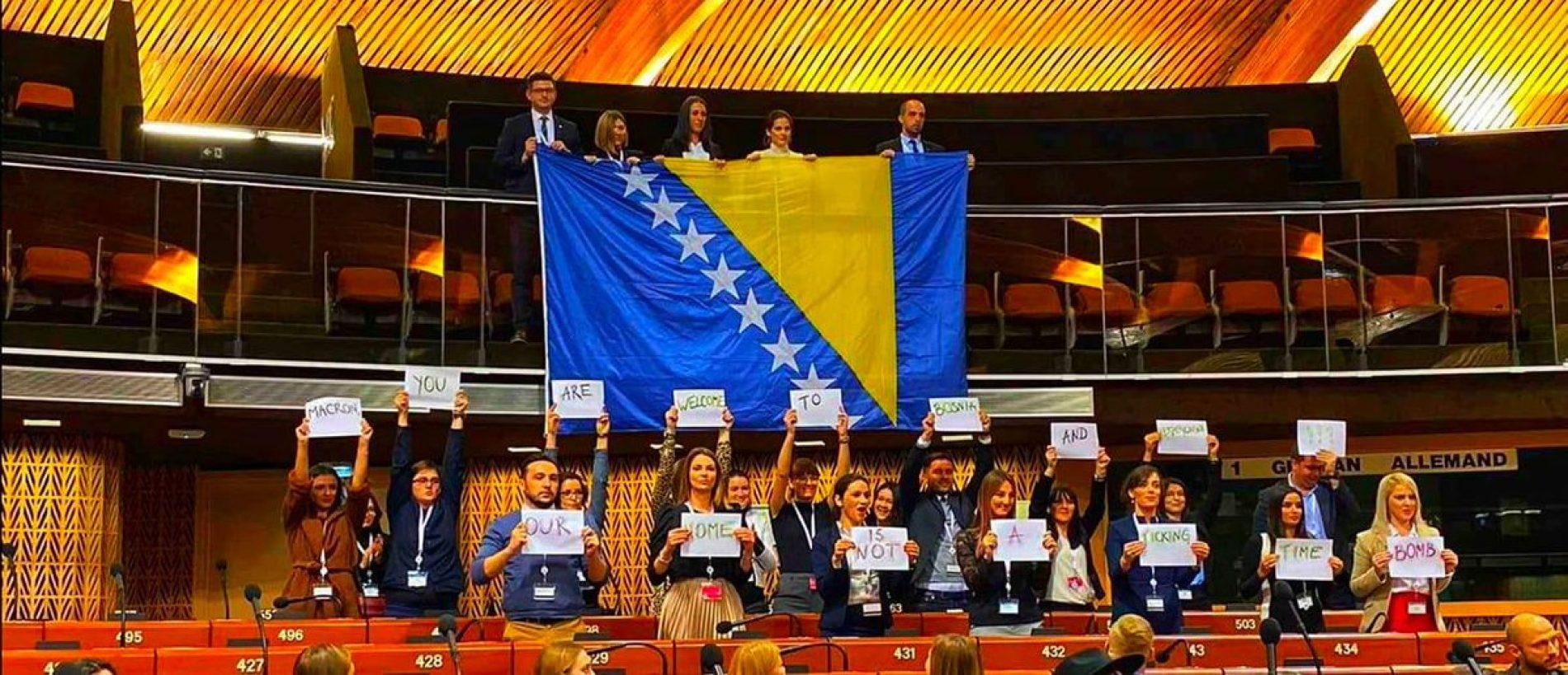 Mladi Bosanci u Strasbourgu poslali poruku Macronu