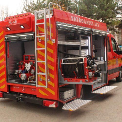 Izvršena primopredaja vatrogasnog vozila proizvedenog u Gradu Živinice