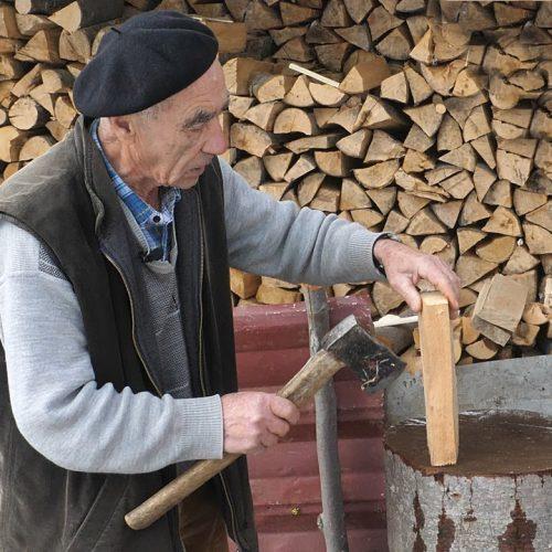 Ejub jedini u Srednjoj Bosni izrađuje drvene nanule (Video)