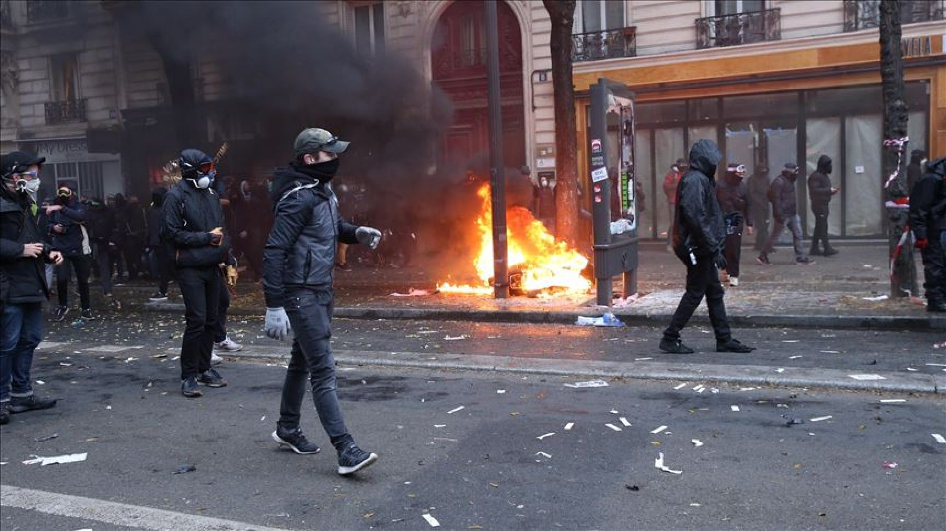 Francuska: 200.000 ljudi na protestima; sukobi s policijom u cijeloj zemlji
