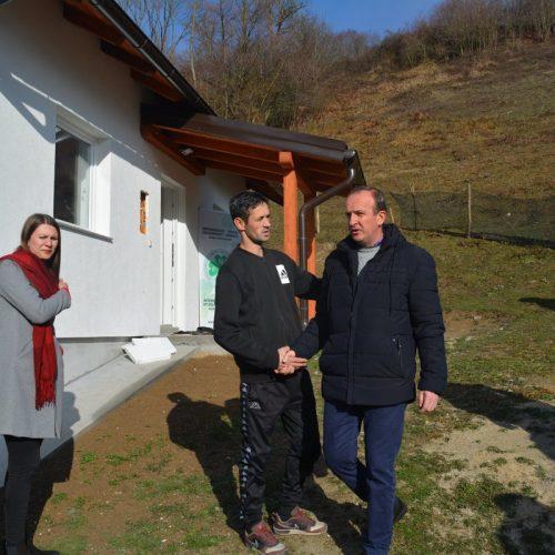 Fahrudin Muminović, koji je preživio strijeljanje u Srebrenici uselio u novi dom
