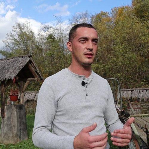 Ostao je u svom selu i nije se pokajao (Video)