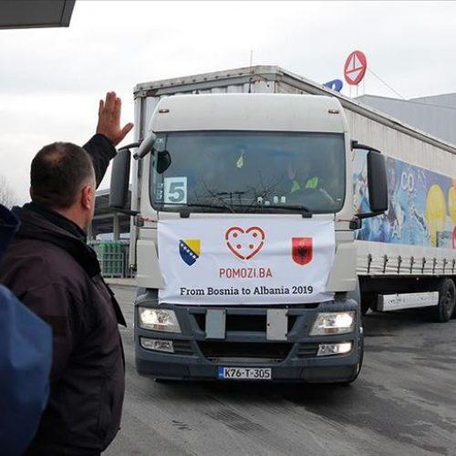 """Konvoj """"Pomozi.ba"""" s oko 300 tona pomoći Albaniji krenuo iz Sarajeva"""