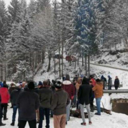 Mještani Željeznog Polja protestuju zbog sječe šume