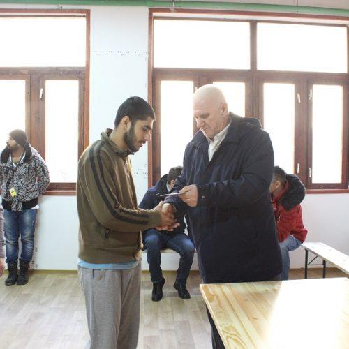Općina Ilidža: Telefonske dopune po 15 KM za 650 migranata