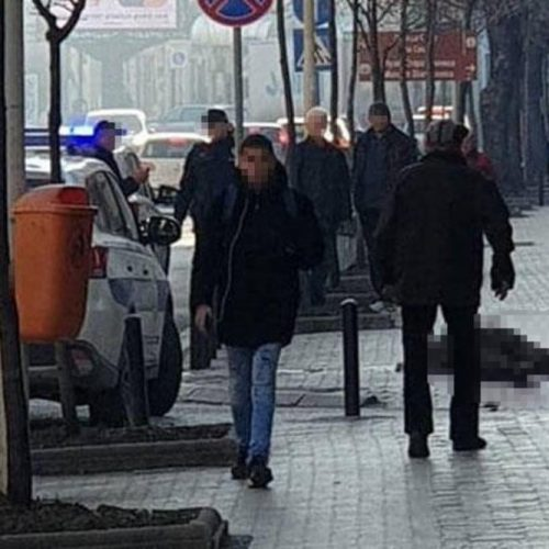 Srbija: Muškarac u maskirnom prerezao sebi vrat pred očima prolaznika