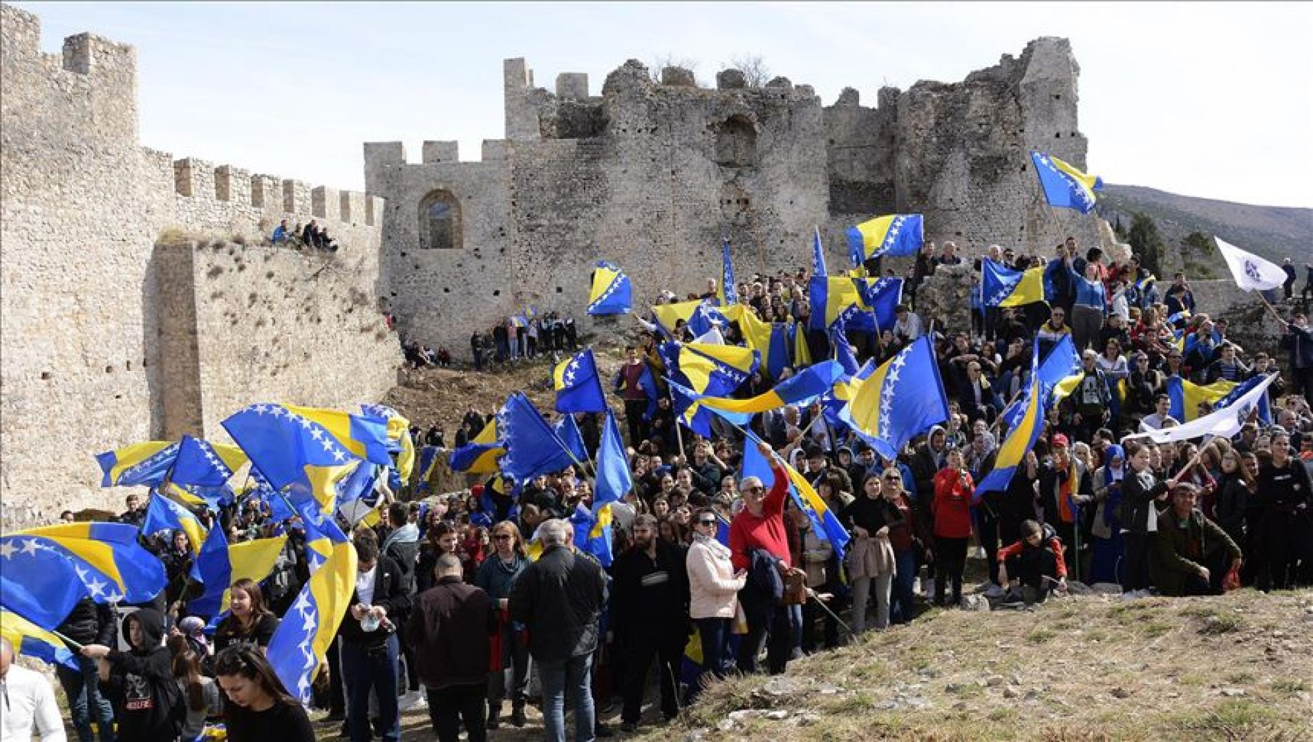 Dvije hiljade učesnika u defileu povodom Dana nezavisnosti BiH i Dana Blagaja
