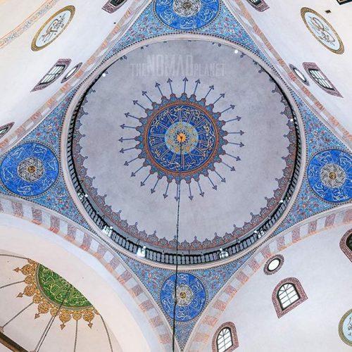 Veličanstvena unutrašnjost Begove džamije u Sarajevu