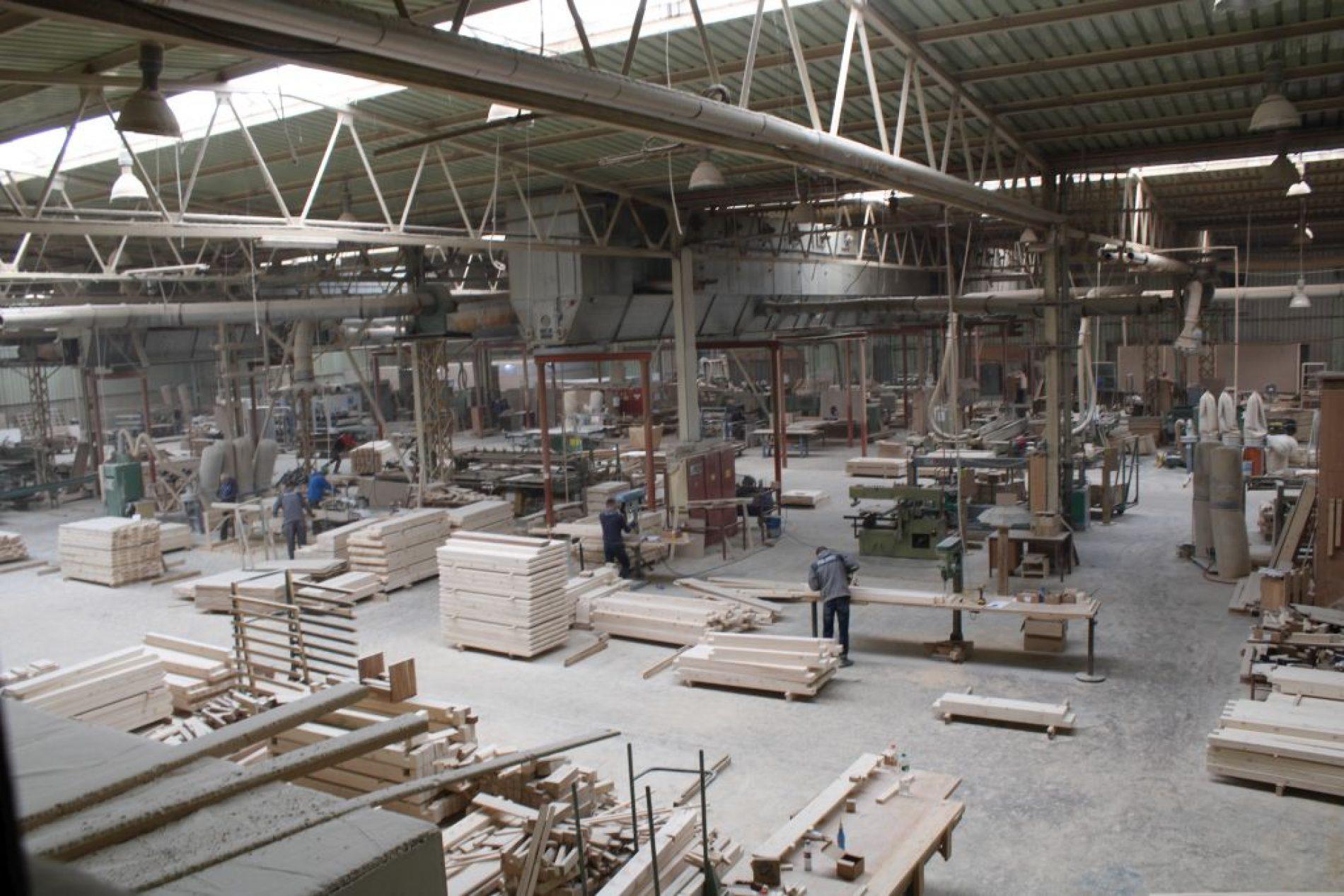 Firma iz D. Vakufa kreće sa prvom isporukom namještaja od metala; počinju i proizvodnju ekskluzivnih drvenih kuća