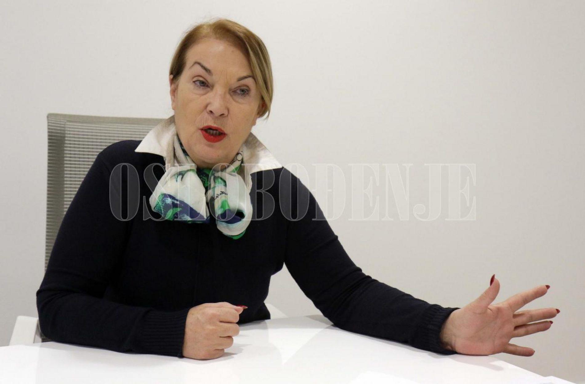 Zakon o radu kaže da ako se neko tri dana ne pojavi na poslu bez obrazloženja da dobija otkaz