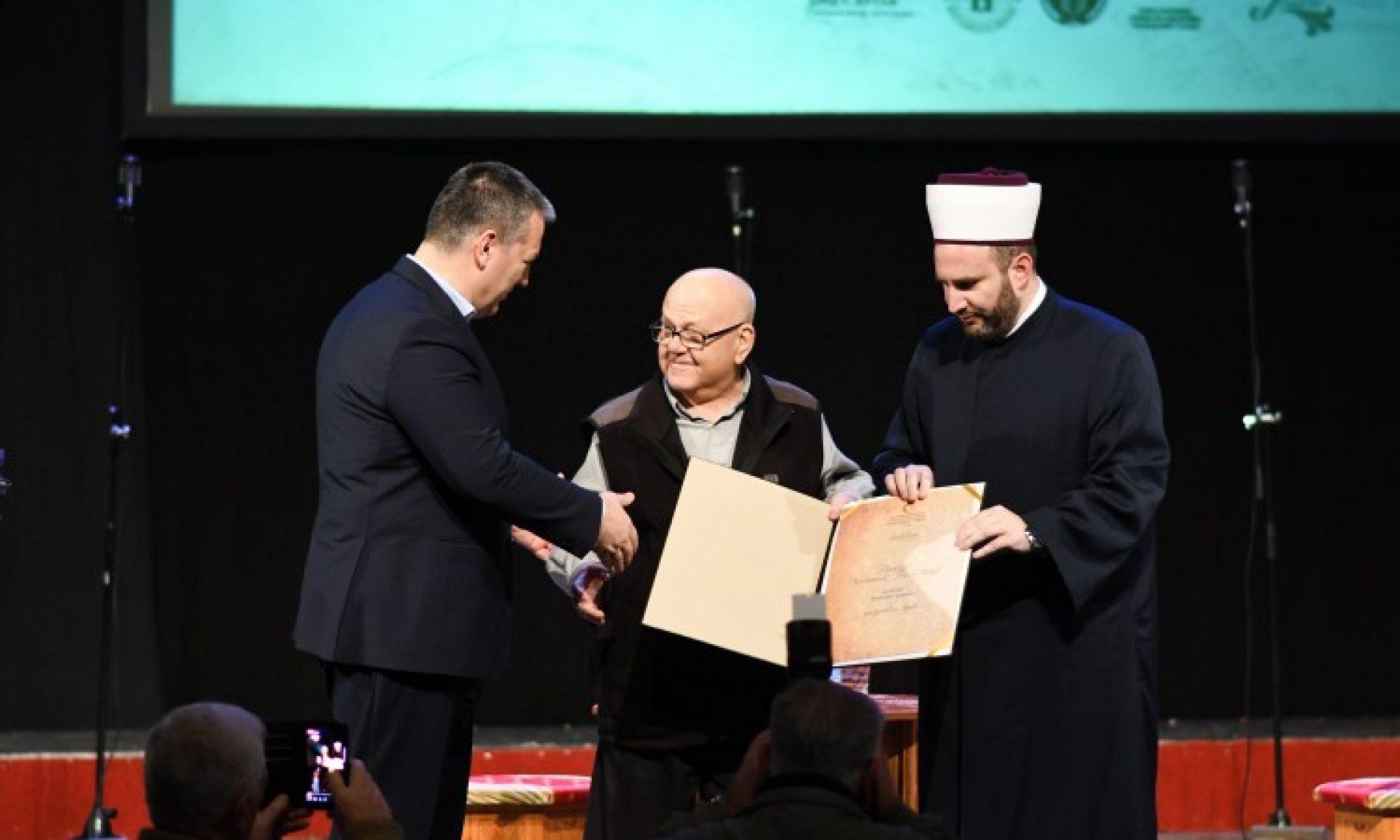 Akademiku Sidranu uručena Povelja 'Muhamed Hevai Uskufi' za životno djelo