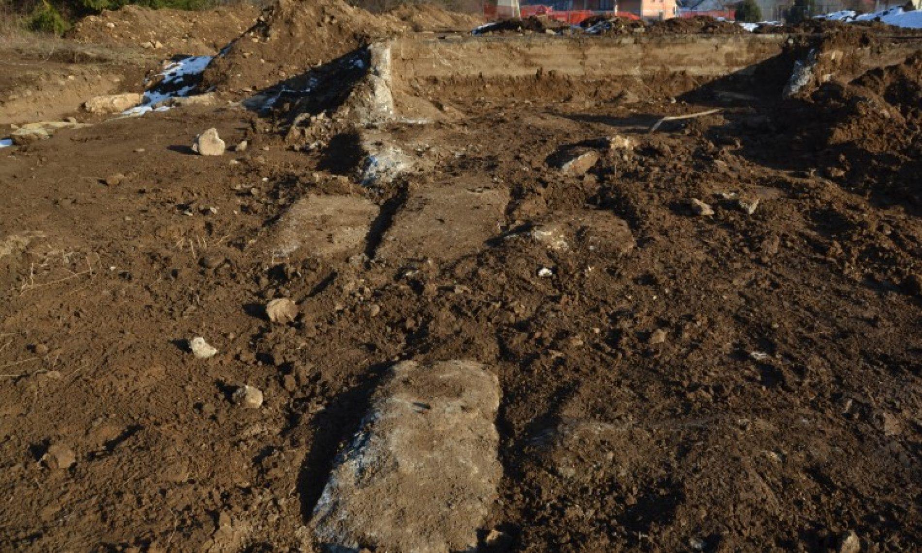 Kreševo – pomjereni stećci iz nekropole, radove nadzirao student