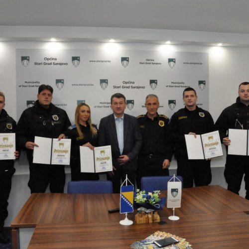 Zahvalnice i nagrade policajcima za spašavanje muškarca od utapanja u rijeci Miljacki