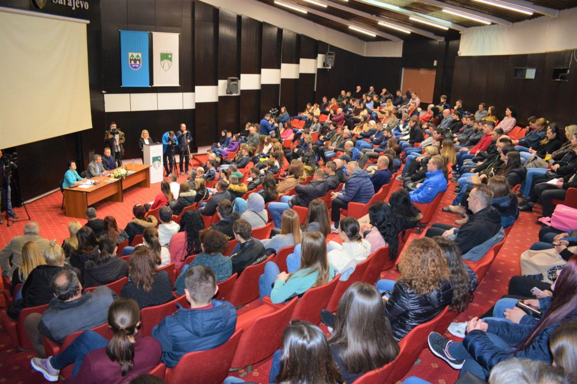 Stari Grad: 212 učenika i studenata potpisalo ugovore o stipendiranju
