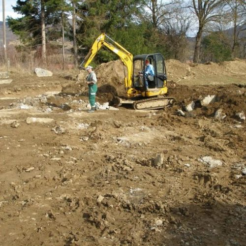 "Bageri ""ravnaju"" nekropolu stećaka kod Kreševa, uništava se pravo arheološko blago"