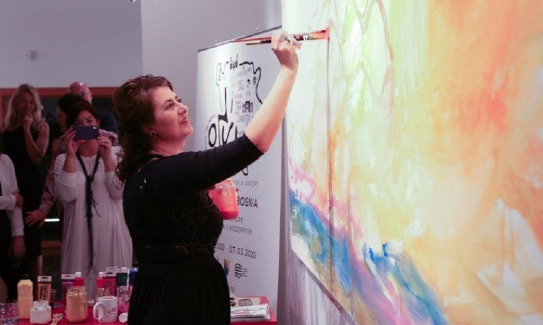Bosanska umjetnica Alisa Teletović slikala pred publikom u Abu Dhabiju