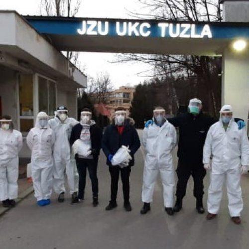 Studenti Mašinskog fakulteta iz Tuzle isporučili prvu količinu zaštitnih vizira