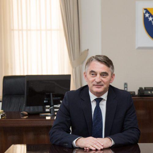 Komšić uputio čestitku svim Bosancima i Hercegovcima povodom 15. aprila – Dana Armije RBiH