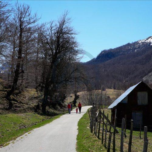 Proljeće na bosanskim planinama: Netaknuta priroda od sela Sinanovići do Crvenog kuka (Foto)