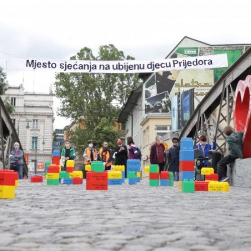 'Dan bijelih traka' obilježen na Ajfelovom mostu u Sarajevu (VIDEO)