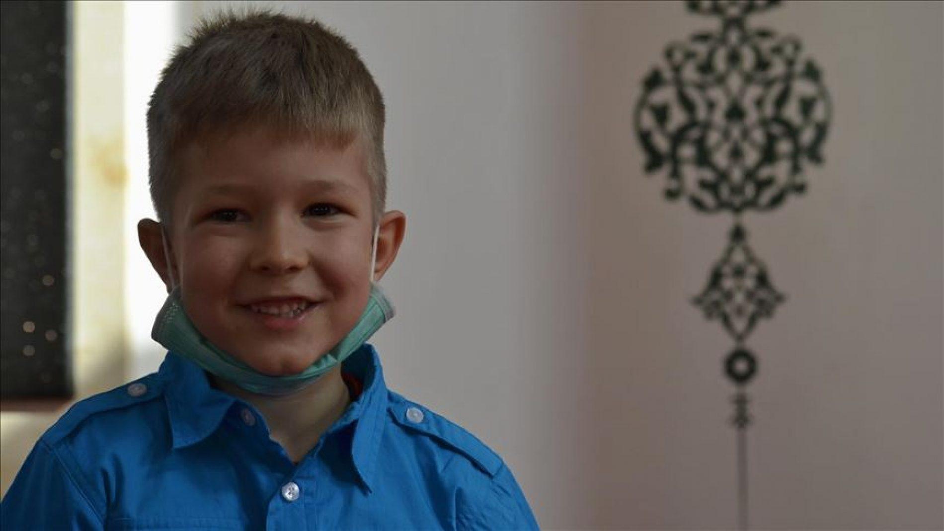 Sedmogodišnji mujezin u Srebrenici raduje se Bajramu