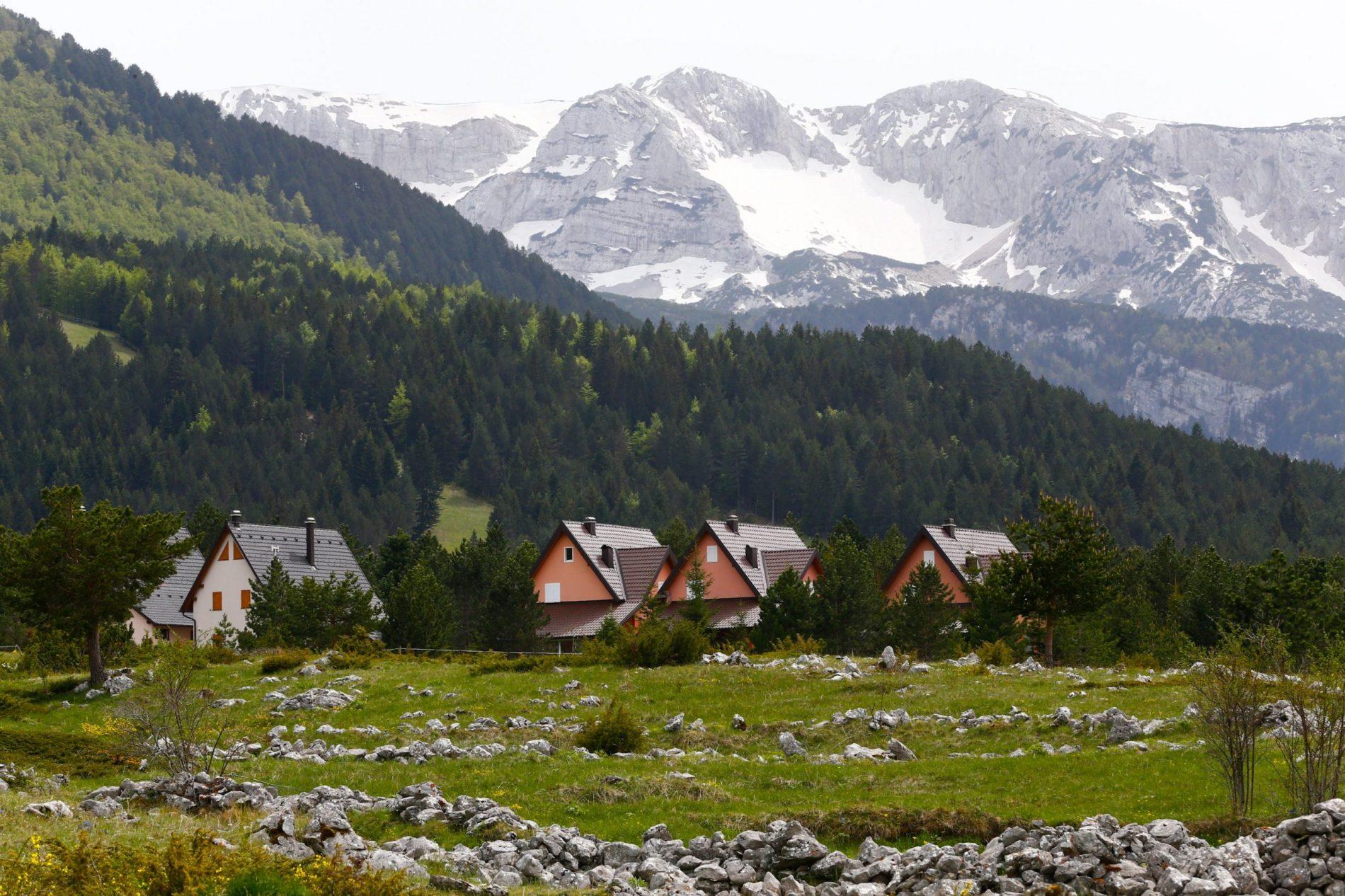 Park prirode Blidinje posebno uljepšava najveće planinsko jezero u zemlji te nekropola stećaka