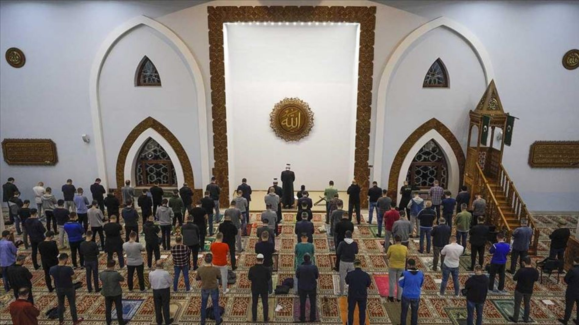 Muslimani prvi put u džematu klanjali teraviju ovog ramazana