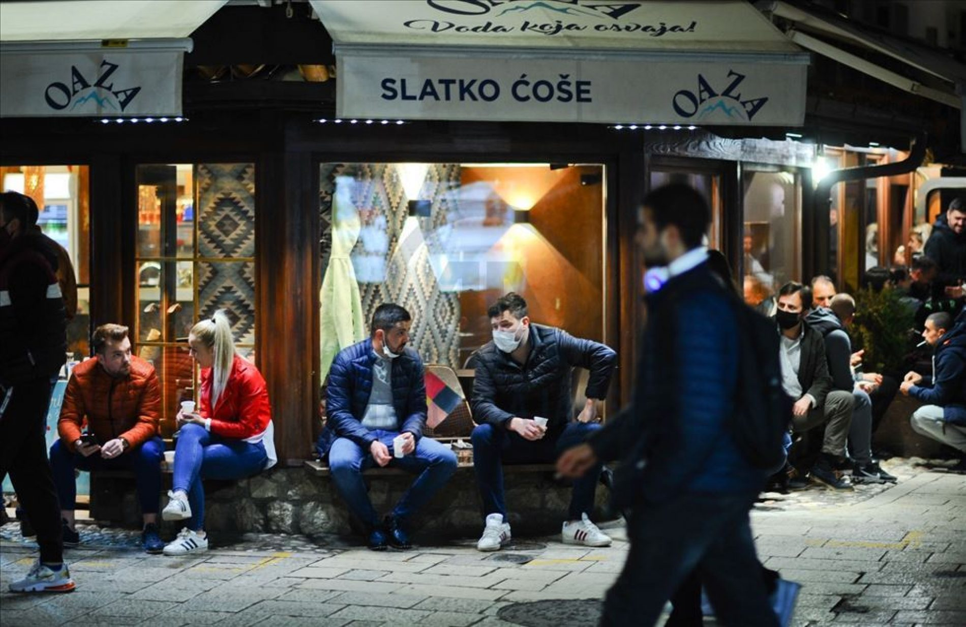 Otvoreni ugostiteljski objekti u Sarajevu: Građani glavnog grada u baštama kafića