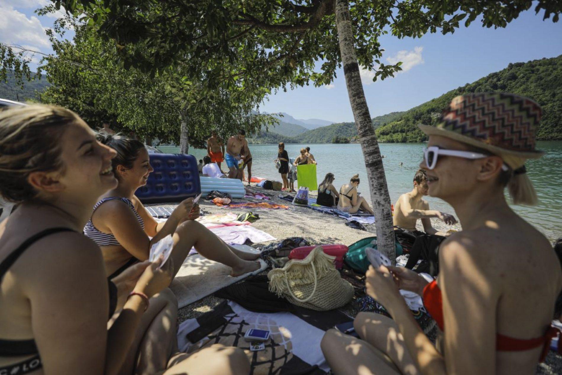 Jablaničko jezero puno kupača (Foto)