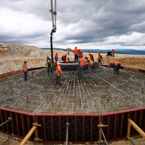 Vjetroelektrana Podveležje – betoniran prvi temelj; počela isporuka opreme
