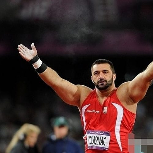 Sandžaku pomažu mnogi,  atletičar Asmir Kolašinac volontira i nosi boce s kisikom