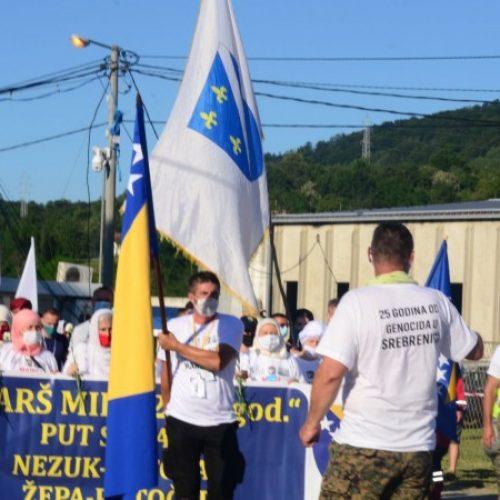 """Nakon trodnevnog pješačenja učesnici """"Marša mira"""" stigli u Potočare"""