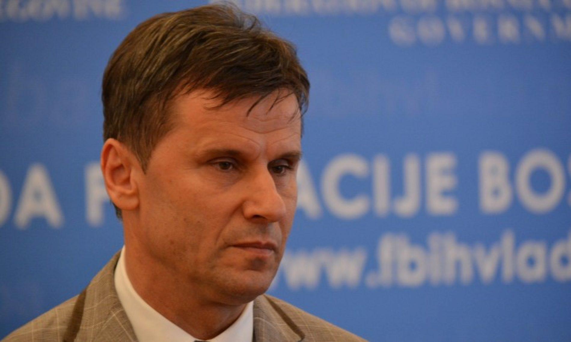 Premijer Novalić u stabilnom stanju