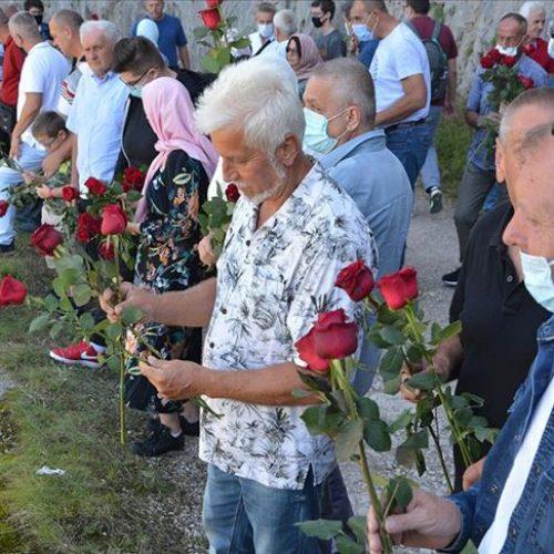 Obilježena godišnjica stradanja na Korićanskim stijenama: Sjećanje na više od 200 ubijenih logoraša