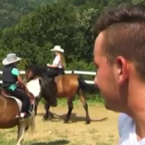 Uspjeh u poslu dolazi iz ljubavi: 18-godišnji Adi iz Gornje Tuzle osnovao  konjički klub (Video)