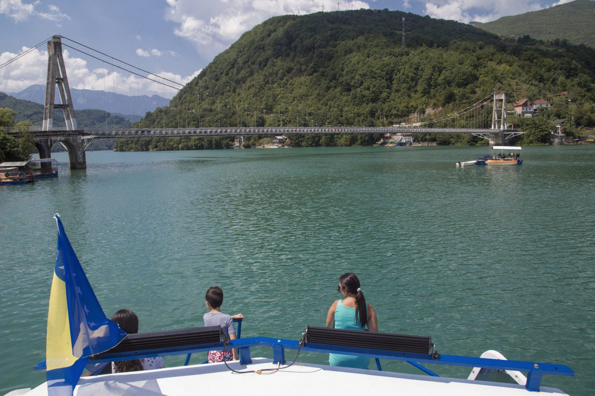 """Jablaničkim jezerom plovi brod simboličnog naziva """"Šeherzada"""""""