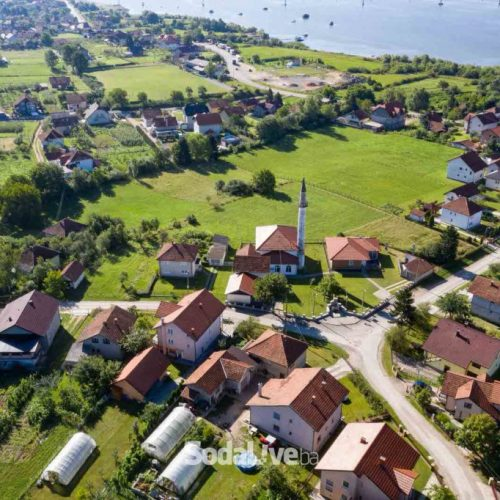 Ljepota sela smještenog uz jezero Modrac (Video)