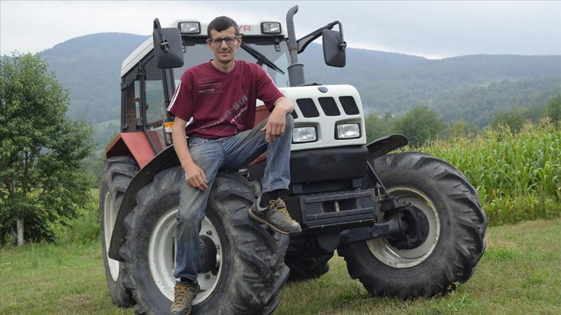 Sabit Mandžić dobio novi traktor; zahvalan ljudima koji imaju osjećaj za povratnike na Drini