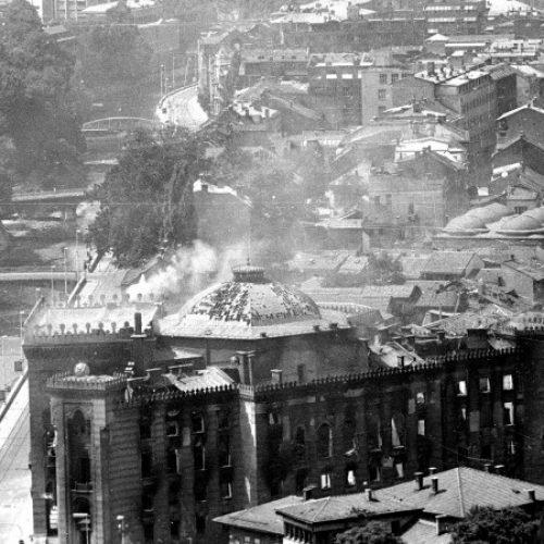 Noć kad se spašavala historija: Prije 28 godina zapaljena sarajevska Vijećnica