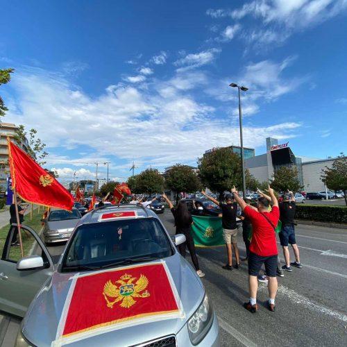 Crnogorci se okupljaju: Ne damo te Crna Goro!