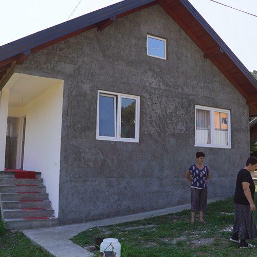Srebrenik: Supruzi poginulog borca uručeni ključevi novoizgrađene kuće