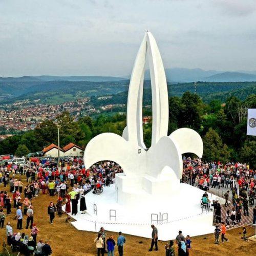 SIMBOL POBJEDE! Bosanska Krupa dobila  spomen-obilježje 'Ljiljan'