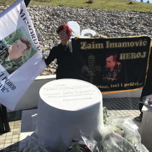 Otkriven spomenik herojima Zaimu Imamoviću i Kenanu Mehaniću
